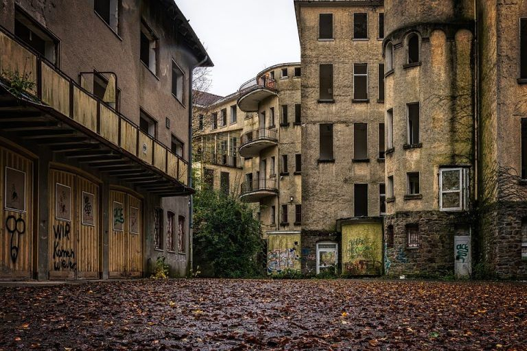 Do large psychiatric hospitals have a future?