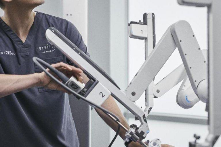 Synektik stawia na roboty medyczne