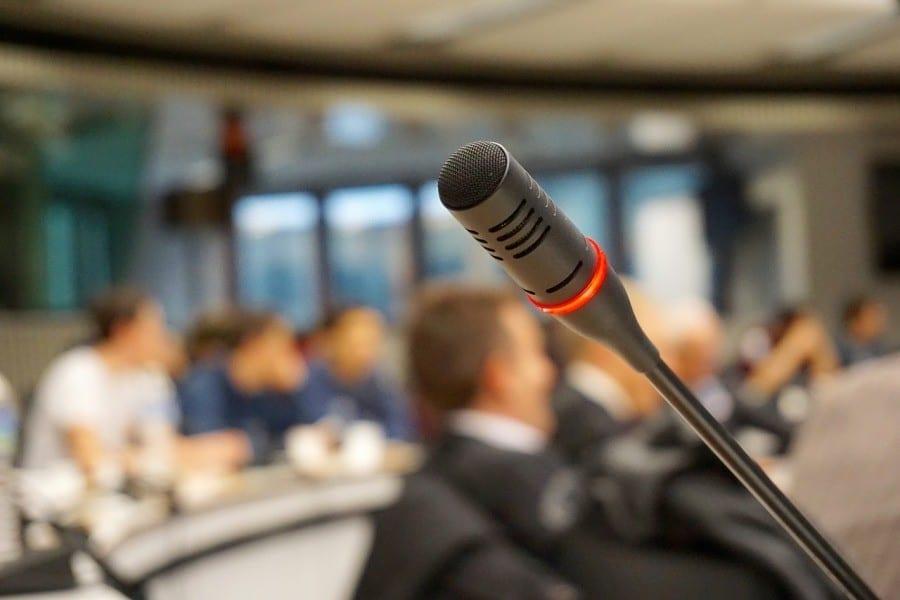 mikrofon konferencja