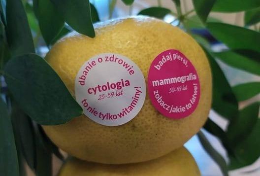 naklejki na owocach mammografia