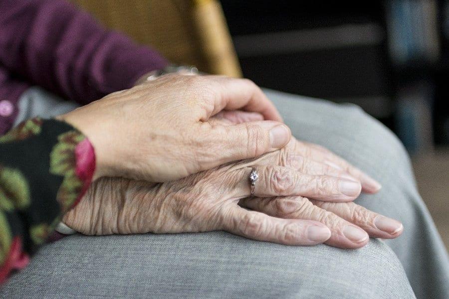 dlonie senior geriatria