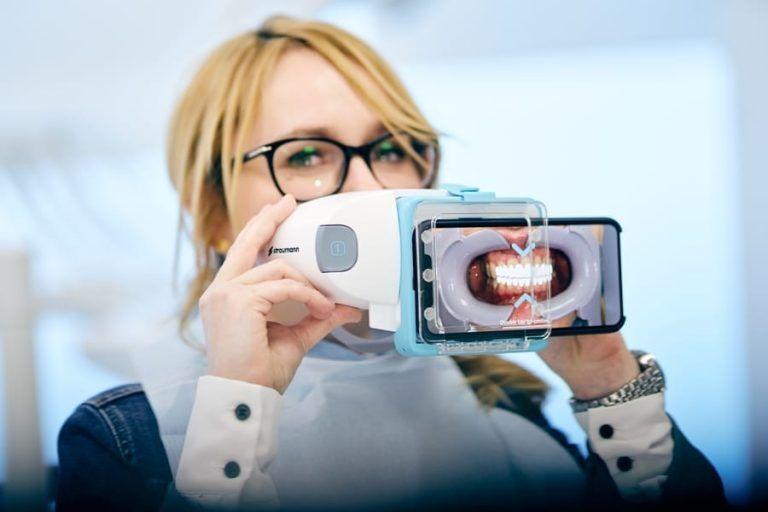 Lux Med: Przegląd jamy ustnej przez… smartfona