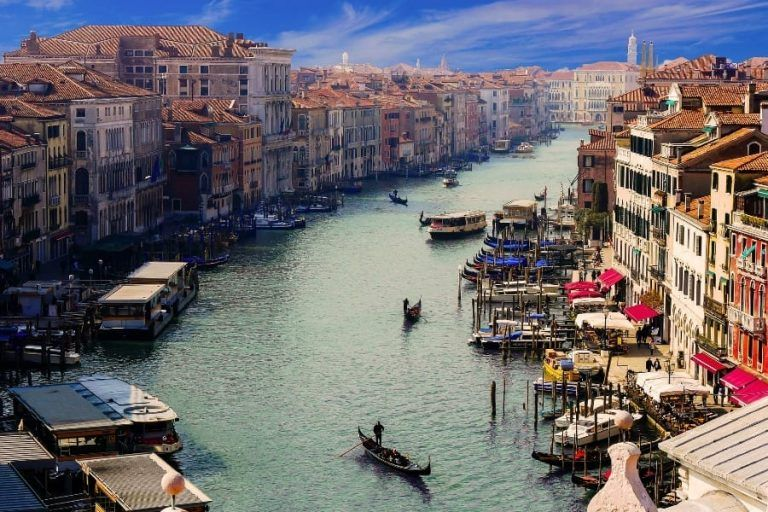 Coronavirus: Italy isolated from the world