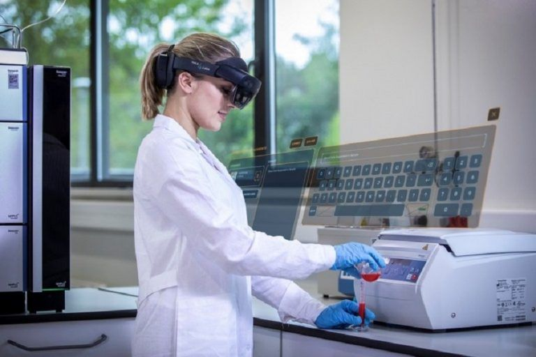 Mixed Reality in laboratory diagnostic?