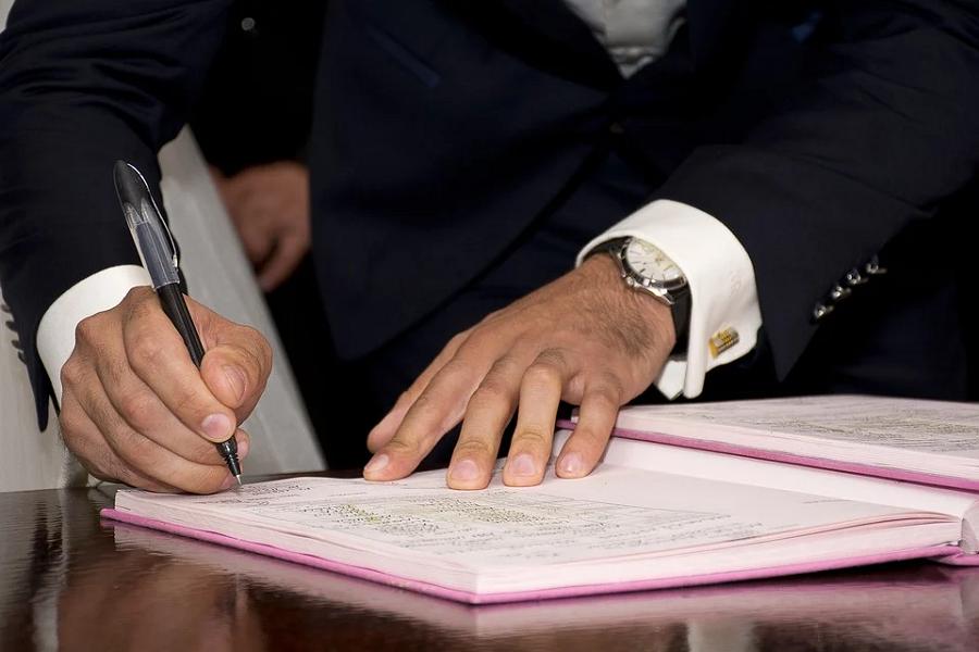 umowa podpis pióro