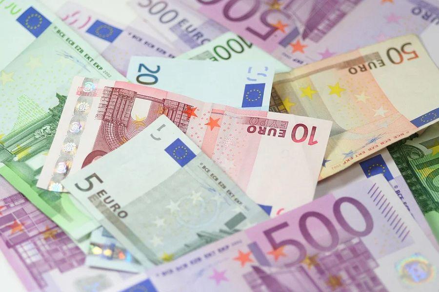 euro banknoty pieniadze