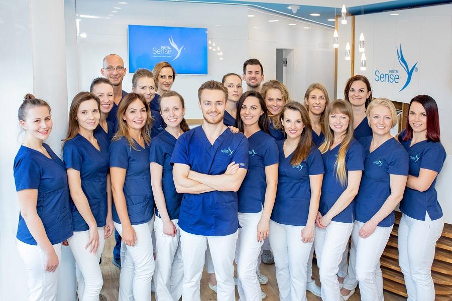 Dental Sens Medicover Stomatologia grupa ludzi