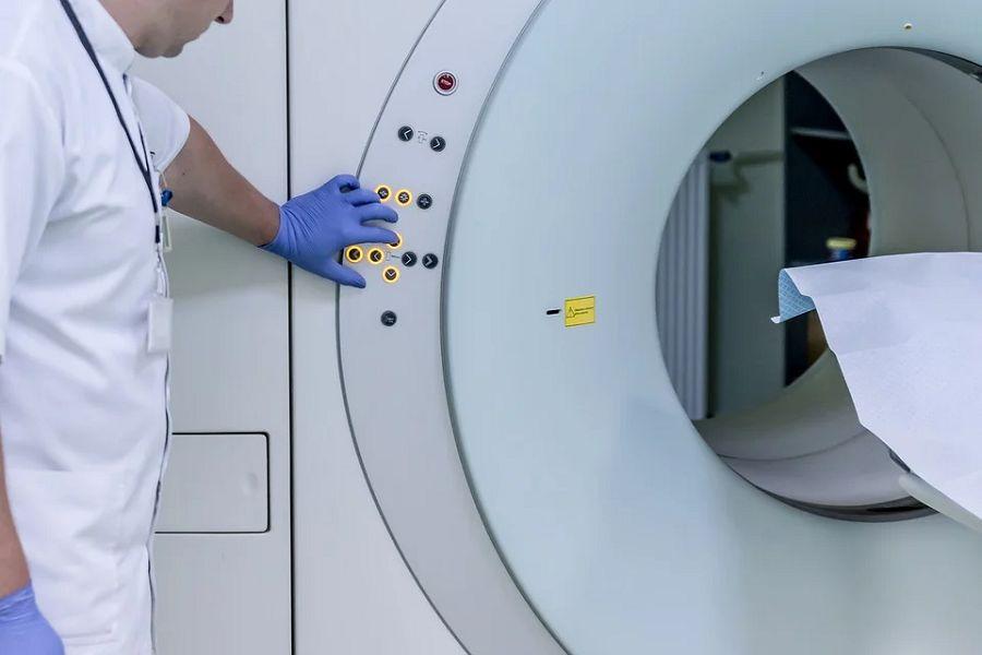 rezonans magnetyczny lekarz badanie