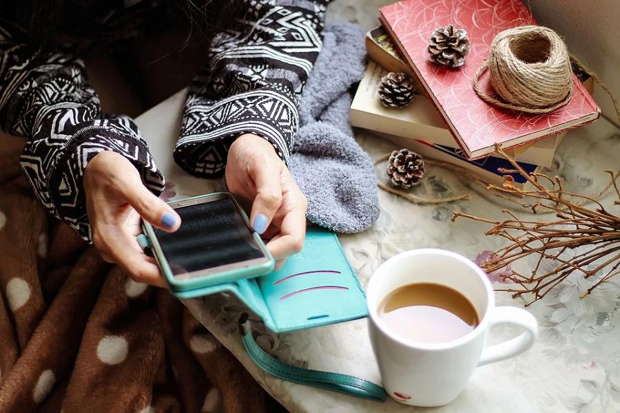 smartfon kawa ozdoby swieta