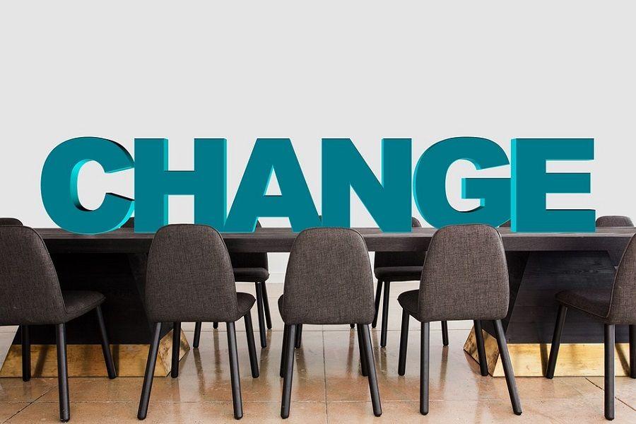 krzesla sala stol konferencja