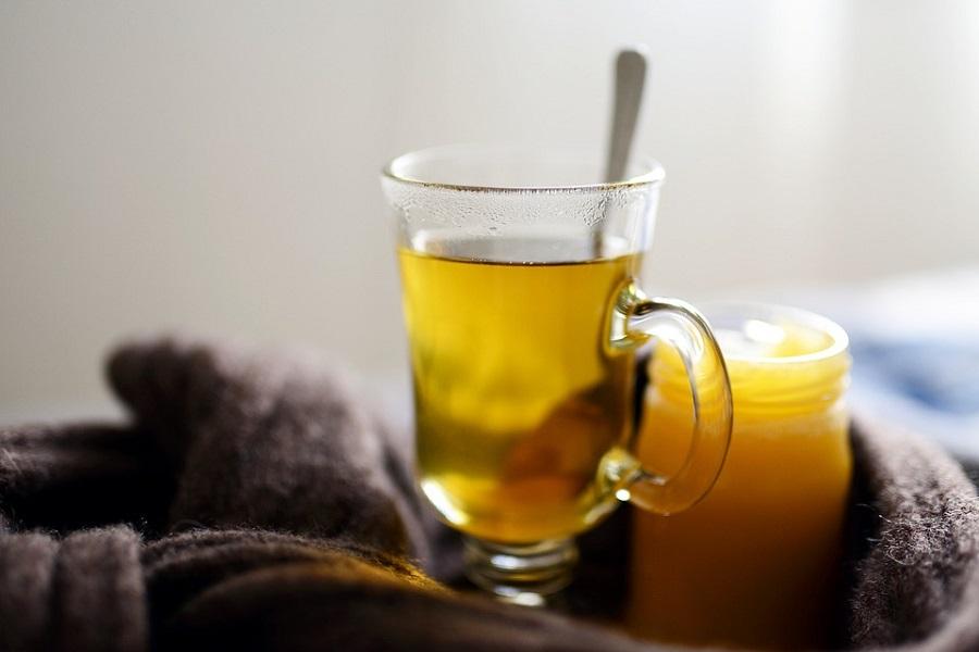 herbata miod szklanka