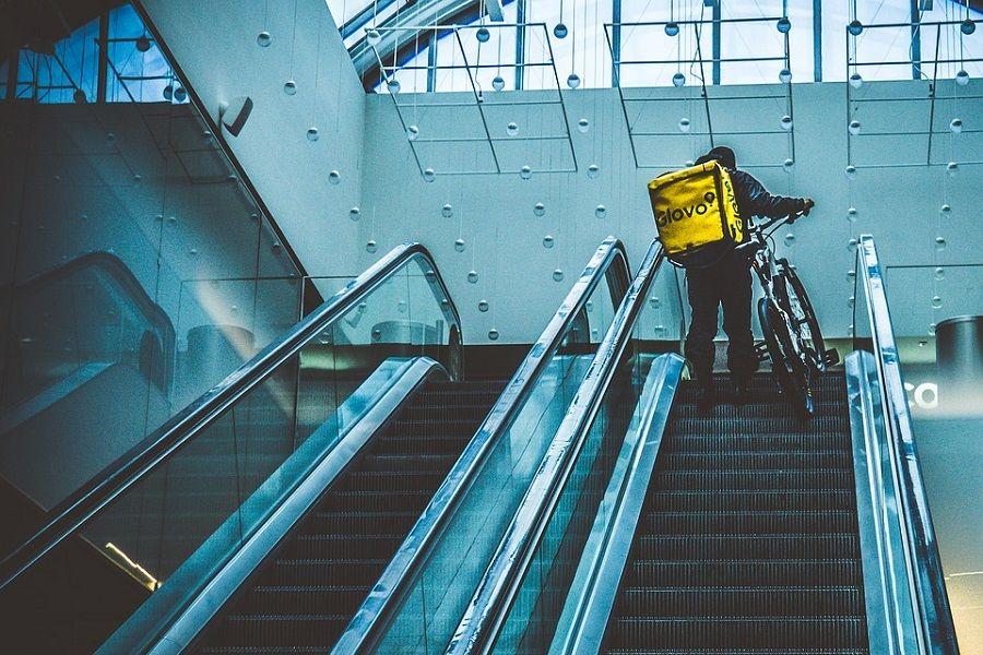 glovo schody rower