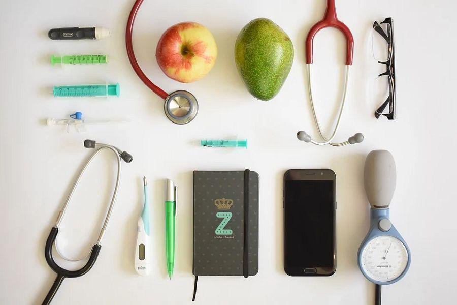 stetoskop termometr jablko smartfon
