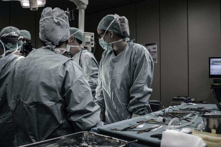 Raport PMR i Upper Finance: dwucyfrowe wzrosty na rynku robotyki chirurgicznej w Polsce